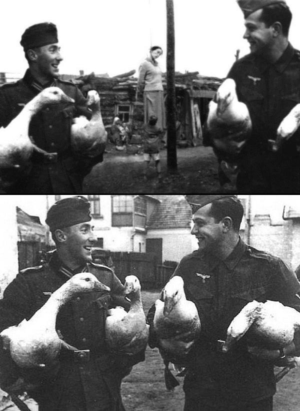 Hai anh chàng lính trong ảnh bên một ngôi làng trở thành tội đồ cũng vì cười quá cỡ
